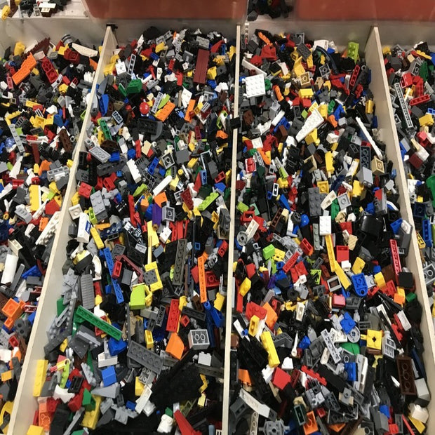 1,000 Assorted Lego Pieces