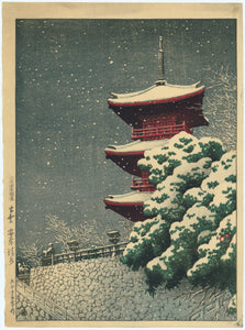 "Hasui: ""Yasugi Kiyomizu, Izumo"". The three-storeyed pagoda of Kiyomizu Temple is blanketed in snow as dusk descends."
