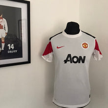 Load image into Gallery viewer, Manchester United 2010-2011 Away Shirt