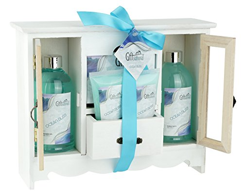 Spa Gift Basket With Refreshing Ocean Bliss fragrance, Gift Set Includes Shower Gel, Bubble Bath, Bath Salts And More!