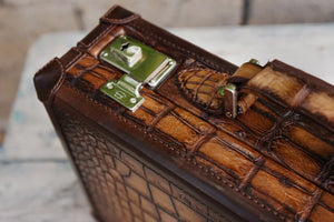 Watch Collector Case - Master Patina Alligator Light Brown