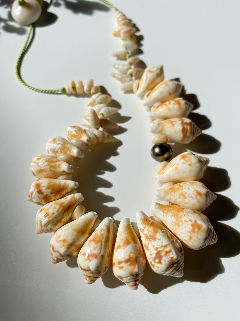 Kini Stromb Shell Necklace