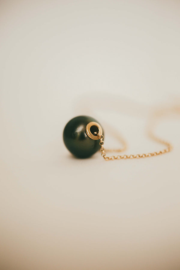 Large Navy Pearl Luxe Floater on Rolo Chain