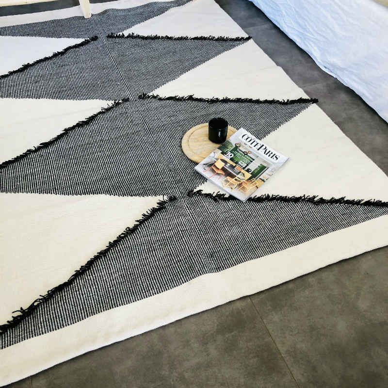 products/tapis-kilim-diamants-noir-blanc-ethnique.jpg