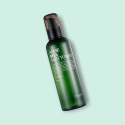 This soothing and refreshing BENTON Aloe BHA Skin Toner contains 0.5% BHA and Aloe Barbadensis Leaf Water, which restores the skin's moisture level, while clarifying the pores and impurities. Aloe BHA Skin Toner has amazing anti-inflammatory and exfoliating properties, that help with excess sebum and blackheads.