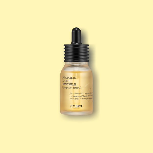 The COSRX Full-Fit Propolis Light ampoule with 83% extract of black bee propolis has antibacterial and anti-inflammatory effects. In addition, natural moisture components such as various amino acids and vitamin B5 refine the skin texture.