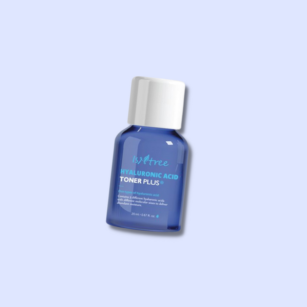 Isntree Hyaluronic Acid Toner Plus contains 5 different types of hyaluronic acid with different molecular weights that replenish dry, tired skin with moisture. It also contains patented ingredients from 7 different plant extracts that nourish dry skin and keep it moisturized for a long time.