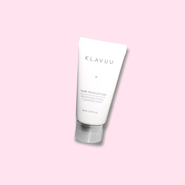 This rich KLAVUU Pure Pearlsation Revitalizing Facial Cleansing Foam is a multipurpose product, which cleanses makeup and sunscreen residues. It also unclogs pores and removes dead skin cells. The gentle, but creamy texture clarifies the complexion without causing any irritation or tight sensation. It has a brightening and soothing effect, given the active ingredient Pearl Extract.