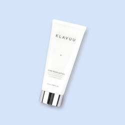 This rich KLAVUU Pure Pearlsation Revitalizing Facial Cleansing Foam is a multipurpose product, which cleanses makeup and sunscreen residues. It also unclogs pores and removes dead skin cells. The gentle, but creamy texture clarifies the complexion without causing any irritation or tight sensation.