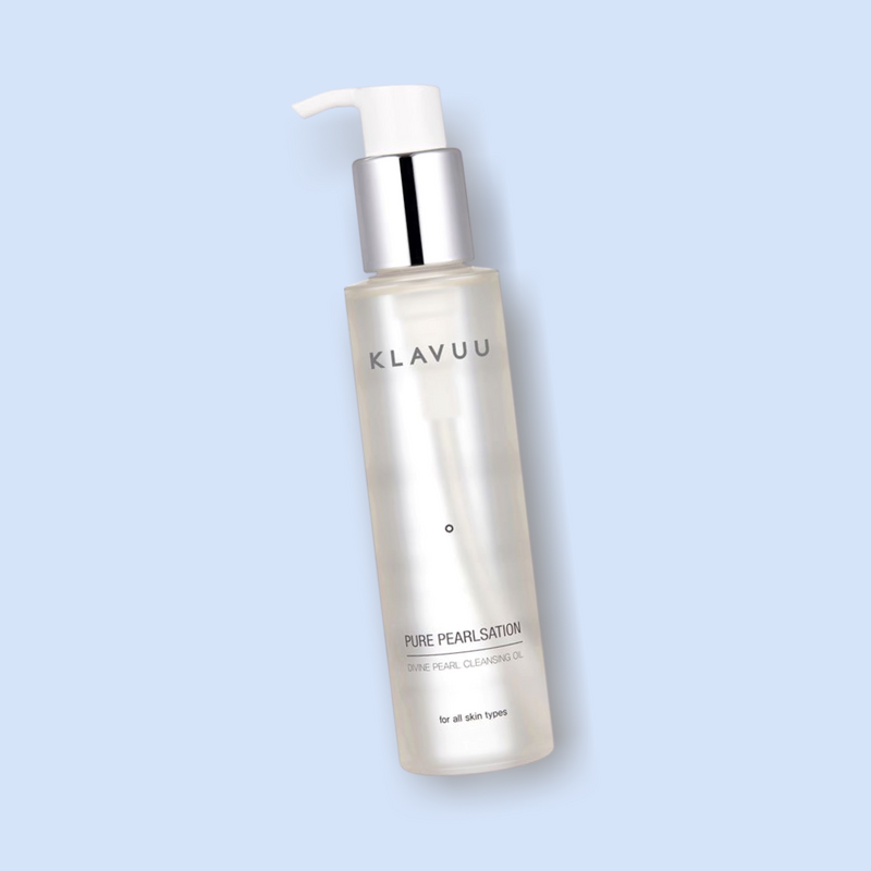 The KLAVUU Pure Pearlsation Divine Pearl Cleansing Oil is the first step to our cleansing routine. It gently melts off makeup, sunscreen, and dust without stripping the skin from its natural oils. Impurities, clogged pores, and dead skin cells get exfoliated, while deeply hydrating dry skin.