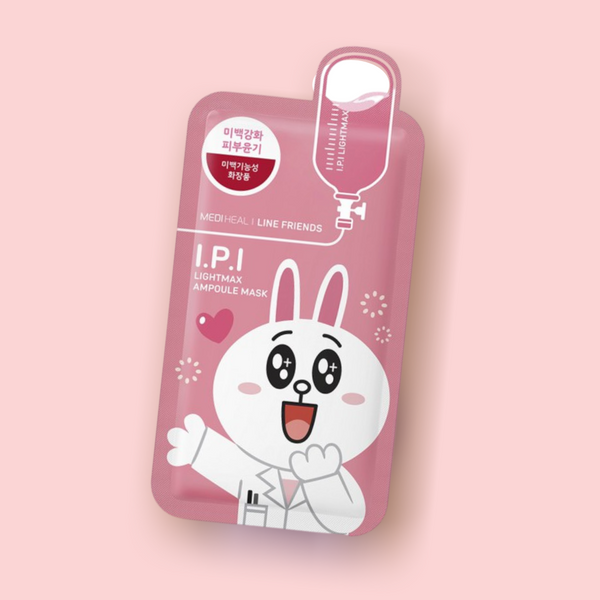 MEDIHEAL Line Friends I.P.I Lightmax Ampoule Mask creates a glowing and even complexion. Exclusive active ingredients such as Niacinamide and Arbutin lighten dark discolorations and enhance the elimination of acne scars. Botanical extracts leave the skin radiant and hydrated.