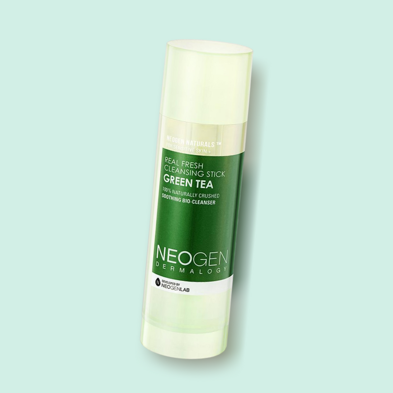 The NEOGEN Real Fresh Green Tea Cleansing Stick is an effective and convenient all-in-one product. It is rich in natural oils and active ingredients, which gently wash away makeup and sunscreen residues. The low pH formula is gentle to the skin, without leaving a tight feeling behind.