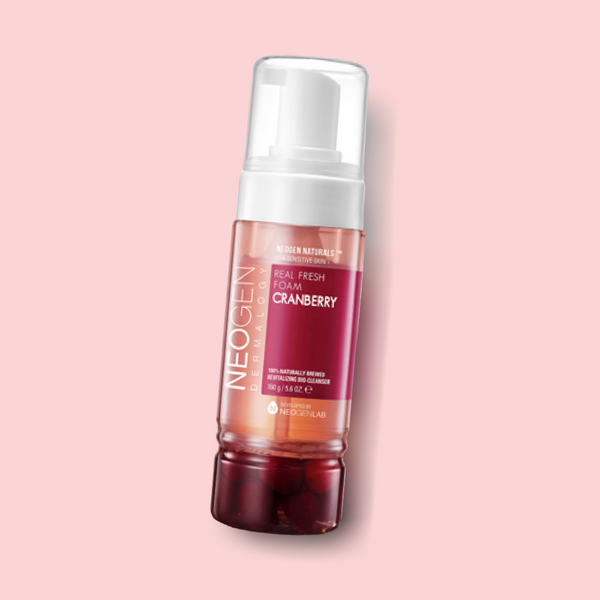 Rich in antioxidants, this lightweight and gentle NEOGEN Real Fresh Foam Cranberry foaming cleanser delivers a hydrating effect while cleansing the skin thoroughly. It is infused with various skin-friendly ingredients, such as real fermented cranberries and cranberry fruit water, which give your complexion a healthy and bright glow.