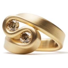 Leen Heyne - The Bended ring made with 750 gold and two brown diamonds