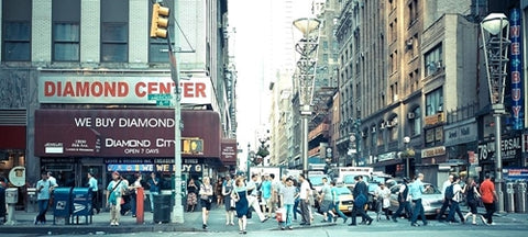 New York's 47th Street Diamond and Jewelry District - Photo: Countryrxcard.com
