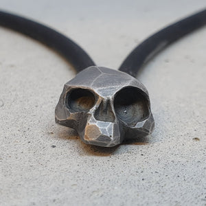 André Normann Memento Vivere Skull Pendant | Norwegian Jewelry designer and goldsmith in Østfold Norway
