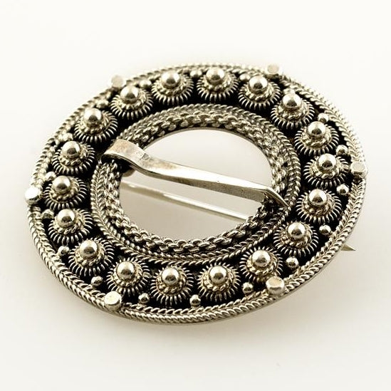 Hilde Nødtvedt - Sølje Krusering Brooch - Norwegian Jewelry features artisan jewellery designers and goldsmiths from Norway.
