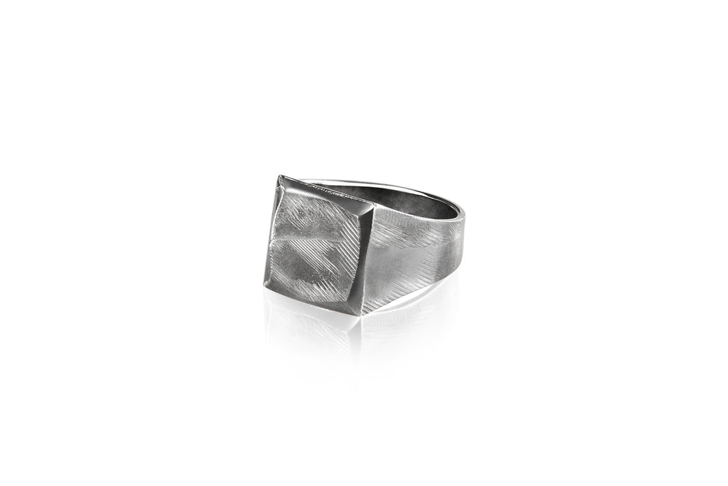 The Signet Ring by Vido jewels - a Norwegian jewelry designer and goldsmith in Oslo, Norway.