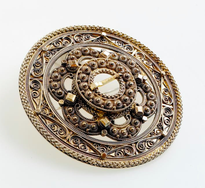 Hilde Nødtvedt - Mira Sølje Brooch - Norwegian Jewelry features artisan jewellery designers and goldsmiths from Norway.
