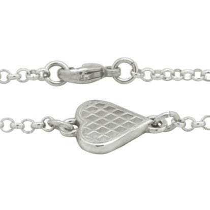 Linn Sigrid Bratland from Telemark, Norway features the Waffle Bracelet. Norwegian Jewelry