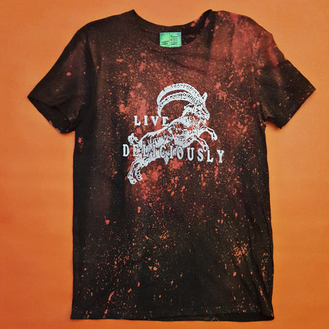 "Live Deliciously Black Phillip ""rust red spatter"" T-shirt Medium"