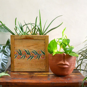 Chinhhari arts Wooden hand painted planter/decor - CHWP002