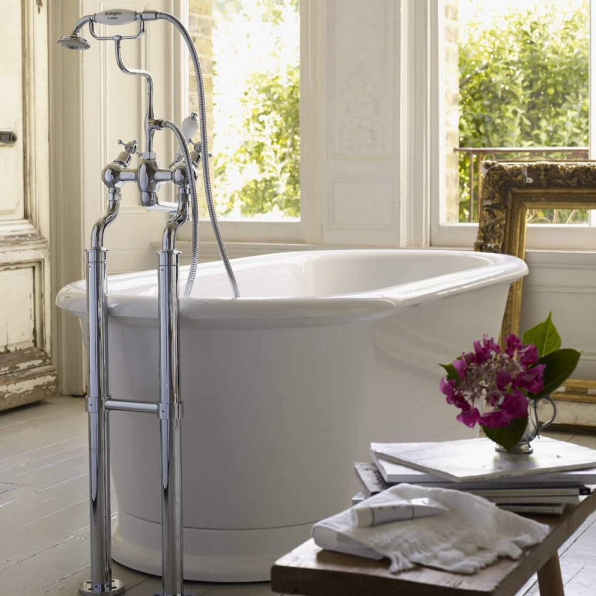BURLINGTON LONDON ROUND FREESTANDING BATH - 1800 X 850MM