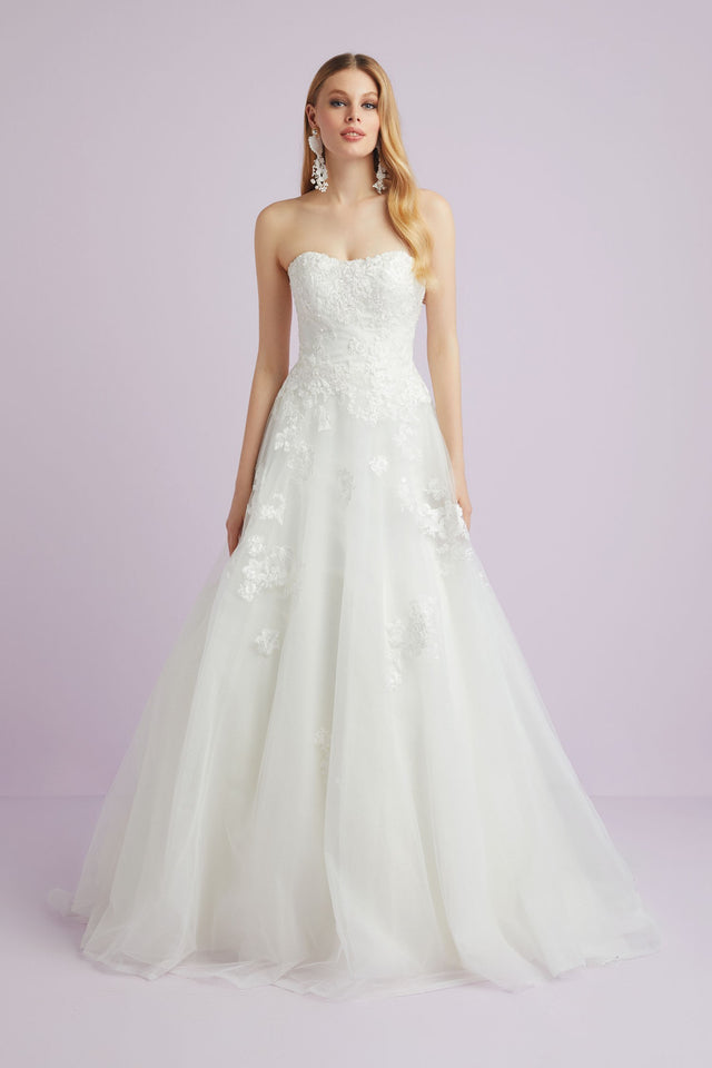 Sweetheart Tulle Wedding Dress with Lace Applique