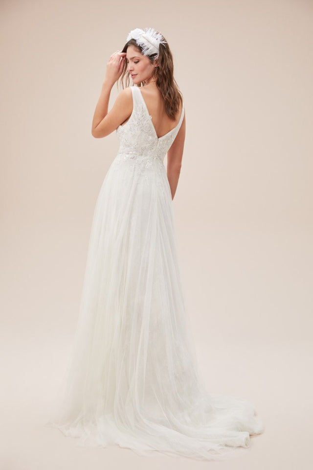 Romantic A-line Tulle Wedding dress with Deep v-neck
