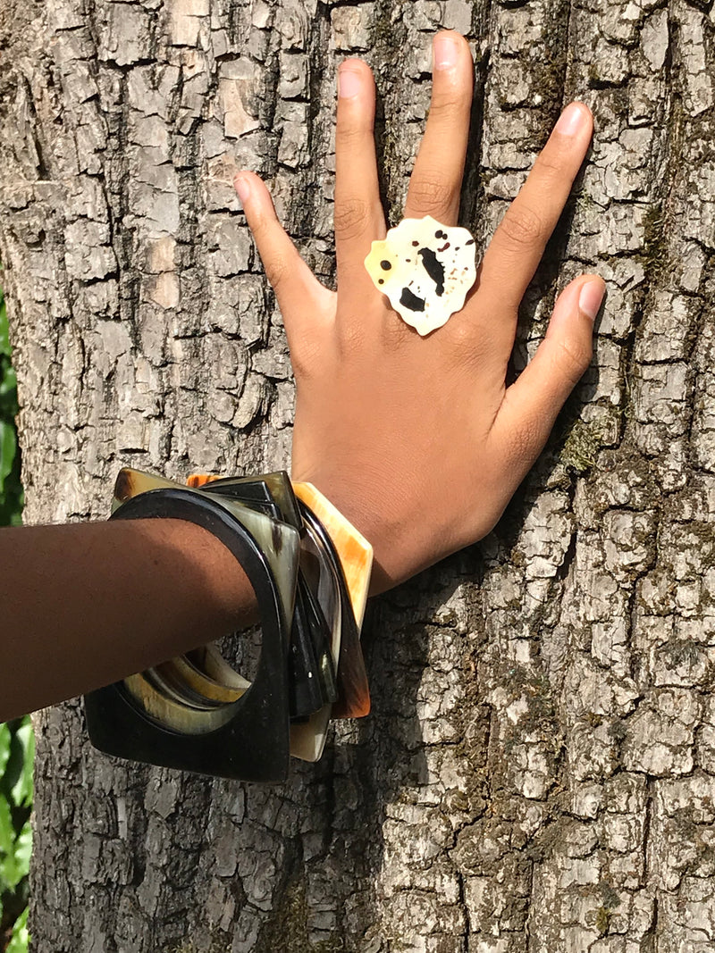 Bague Points Taino en en Corne de bovin • Collection Noblesse • Vente Solidaire en faveur d'Haiti •