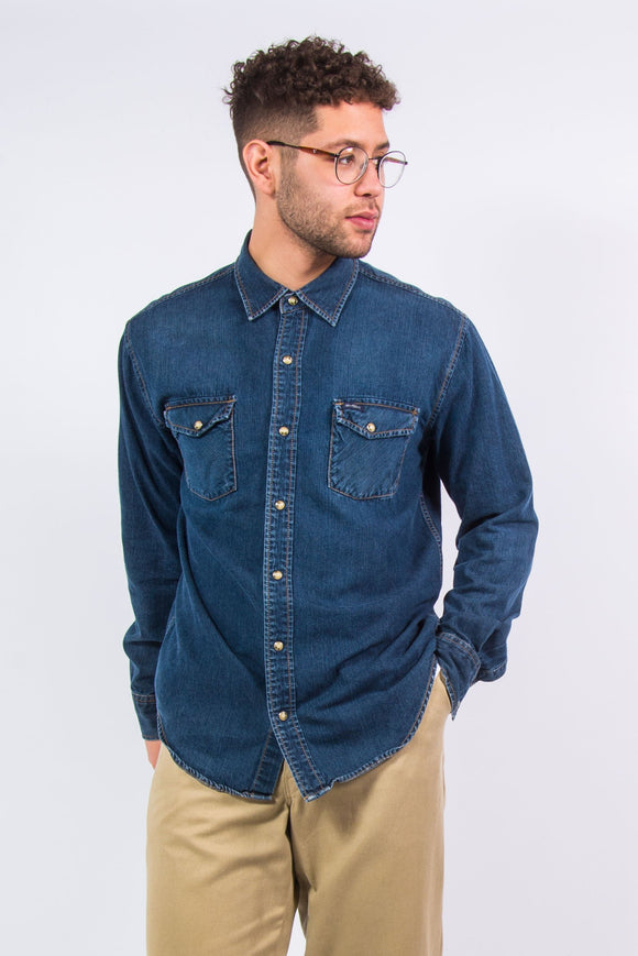 Vintage Levi's mid-wash denim snap fasten shirt with chest pockets and patch logo.