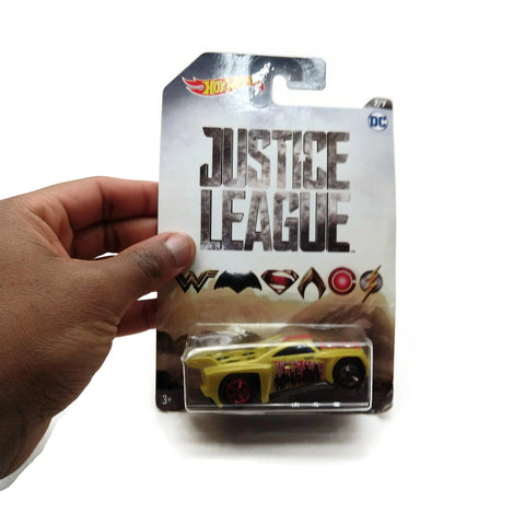 Hot Wheels Justice League, DC 7/7, Yellow, NEW