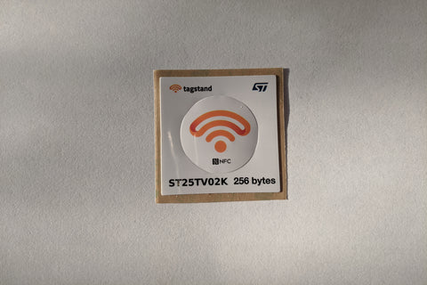 NFC Sticker - PET - ST25TV02K - 45x45mm outer matrix with 30mm dia. sticker