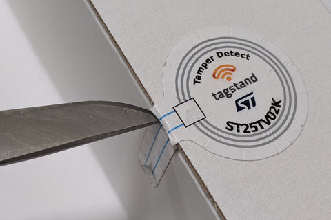 NFC Sticker - Paper - ST25TV02K-AD (TD) - 35mm diameter with 27.5x10mm tamper detect tail