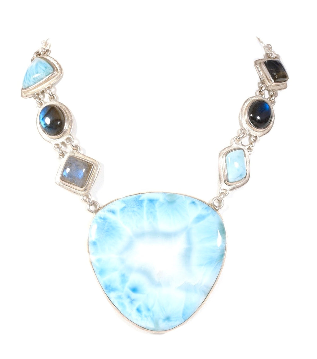 Larimar Queen Lisa