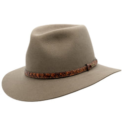 Angle view of Akubra Banjo Paterson hat in Heritage Fawn colour