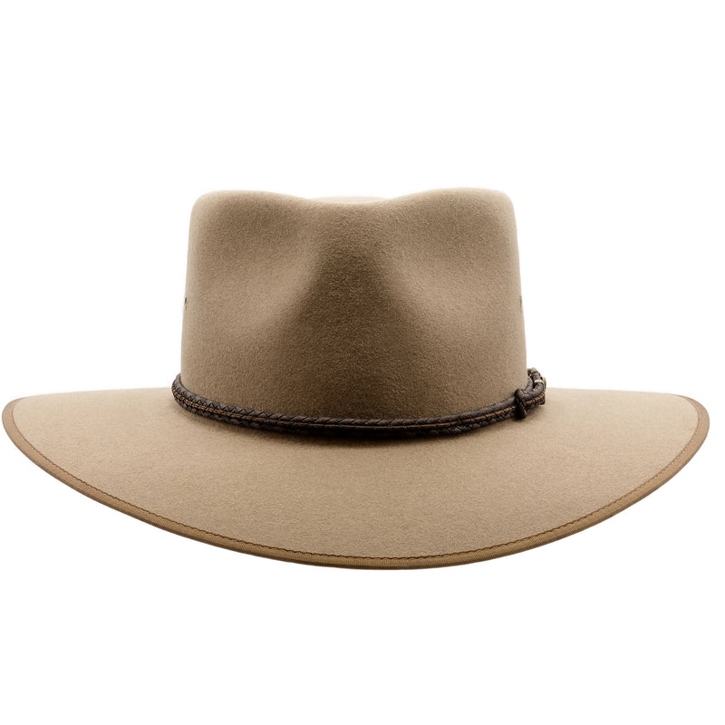 Front view of the Akubra Cattleman hat in Bran colour