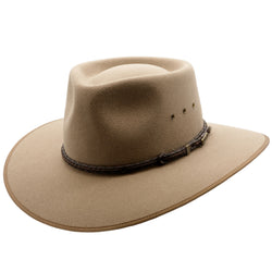 Angle view of the Akubra Cattleman hat in Bran colour