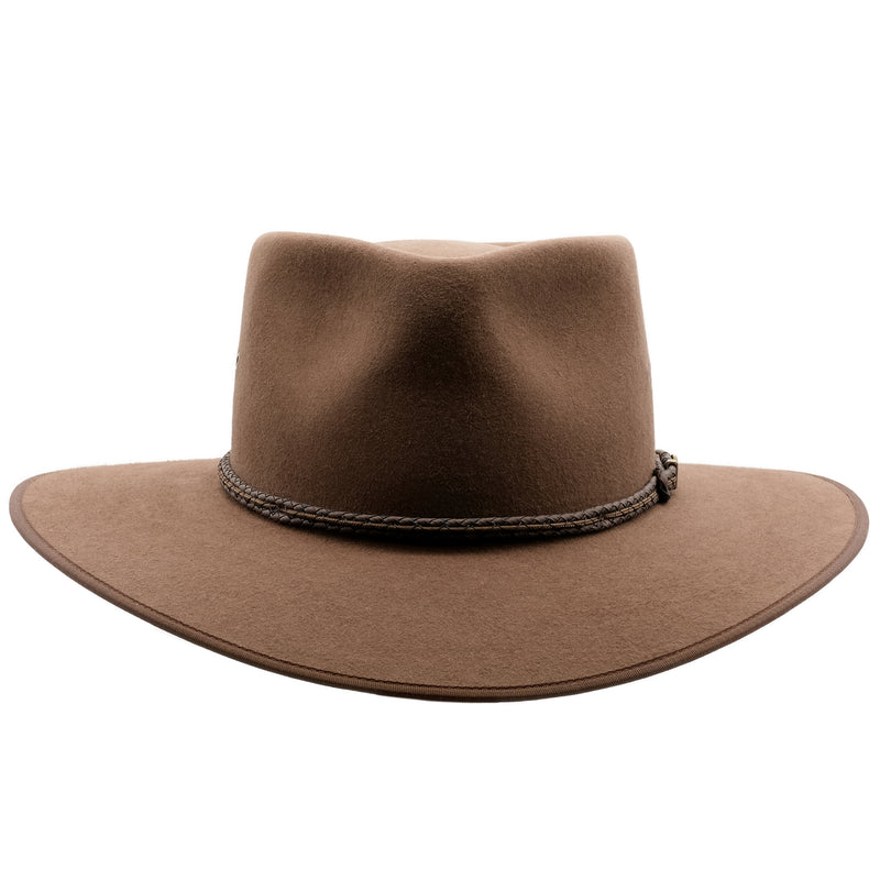 Front view of the Akubra Cattleman hat in fawn colour