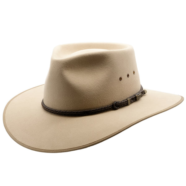 Angle view of the Akubra Cattleman hat in sand colour