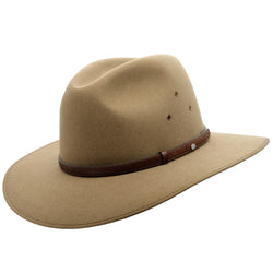 Angle view of the Akubra Coober Pedy hat in Santone colour