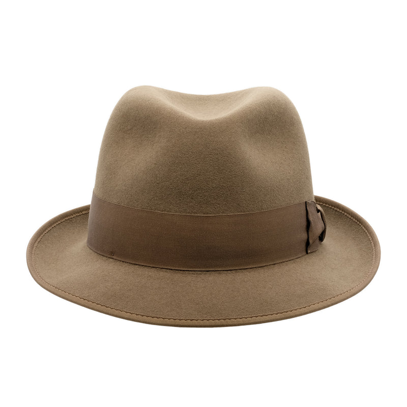 Front view of the Akubra Hampton hat in Acorn fawn colour