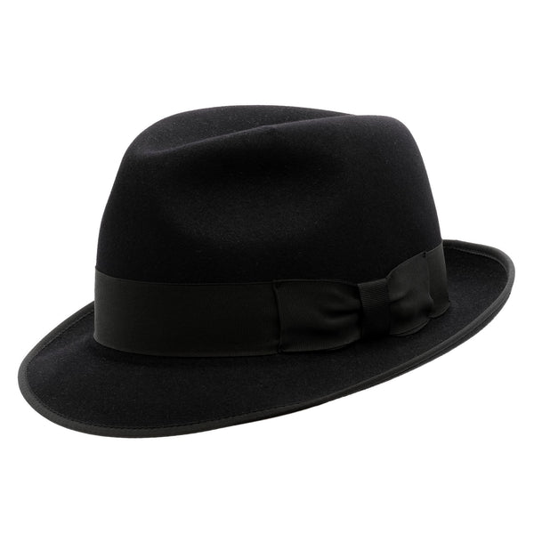 Angle view of the Akubra Hampton hat in black