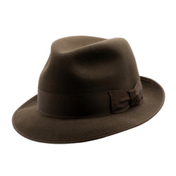 Angle view of Akubra Hampton hat in Cedar Brown colour