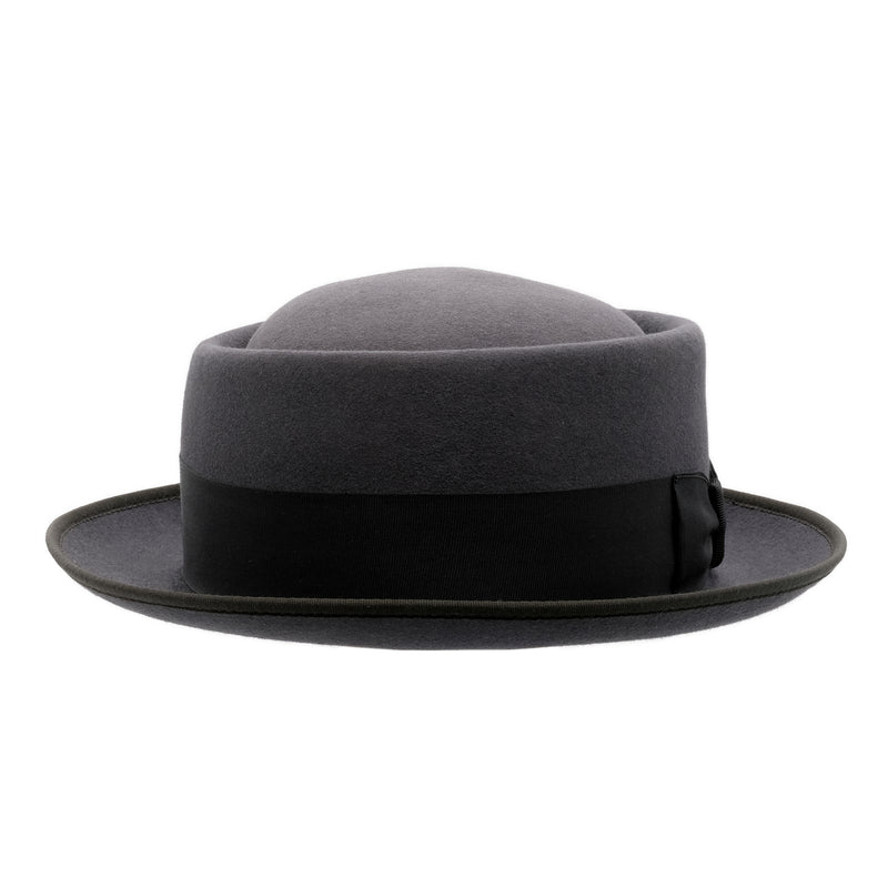 Front-on view of Akubra Jazz hat in Carbon grey colour