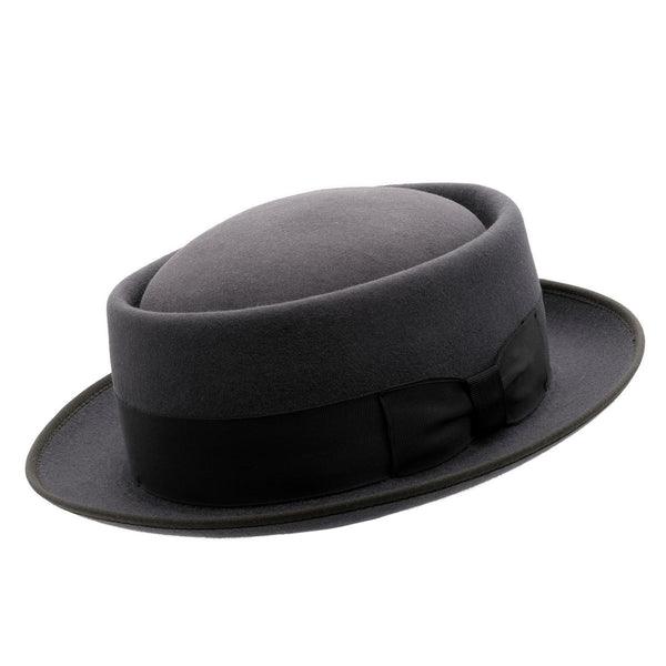 Angle view of Akubra Jazz hat in Carbon grey colour