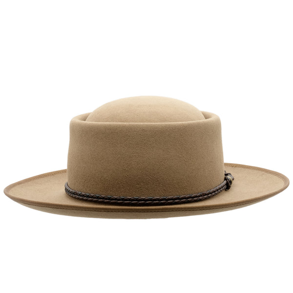 Front view of the Akubra Pastoralist hat in Tawny Fawn colour