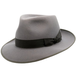 Angle view of Akubra Stylemaster hat in moonstone colour with contrast trim