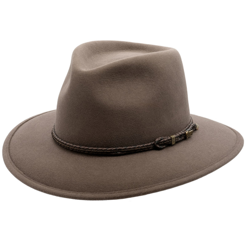 angle view of the Akubra Traveller style hat in Regency fawn