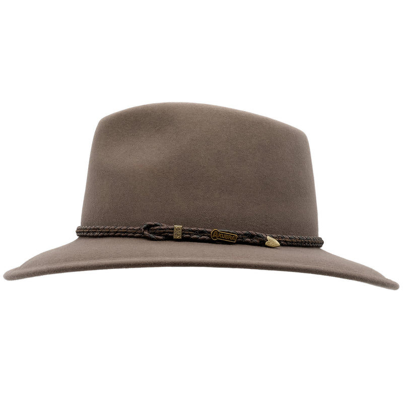 side view of the Akubra Traveller style hat in Regency fawn